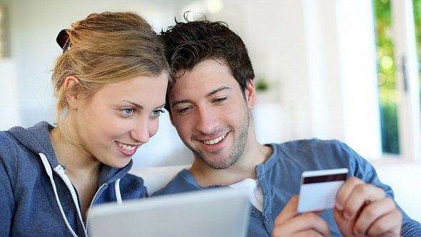 E-shopy si nemají na co stěžovat. Obliba online nákupů totiž stále roste