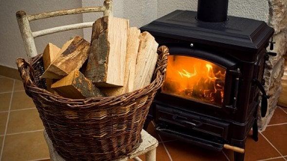 Topná sezóna odstartovala. Prodejci šidí spotřebitele ipři prodeji dřeva