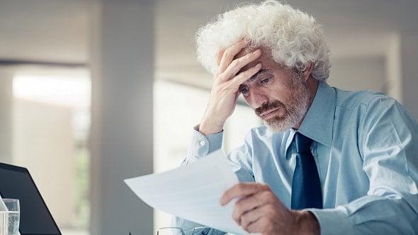 Neuhrazené faktury ohrožují desetinu firem. Jak se bránit a situaci řešit?