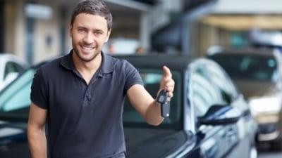Šéf ho vyslal na služební cestu jeho autem. Kolik dostane za km a za benzín?