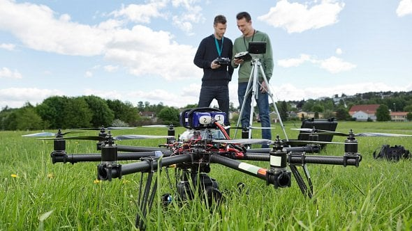 Všechny majitele dronů čeká papírování. Musejí své letouny totiž registrovat
