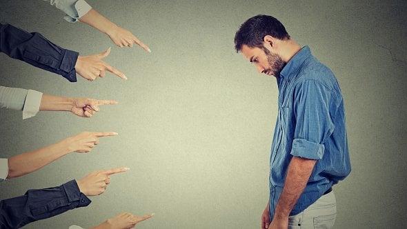 Zaměstnanec při výkonu práce způsobil škodu. Jak má firma postupovat?