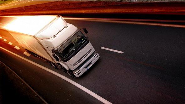Do startu nového mýta zbývají dva týdny, registrována je jen polovina vozidel