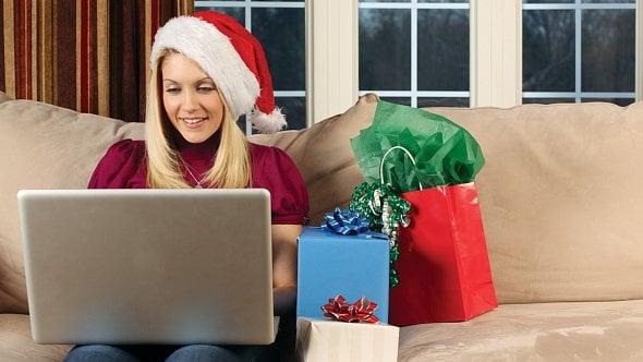 Vánoční šílenství vrcholí. Češi utratí ve-shopech miliardy
