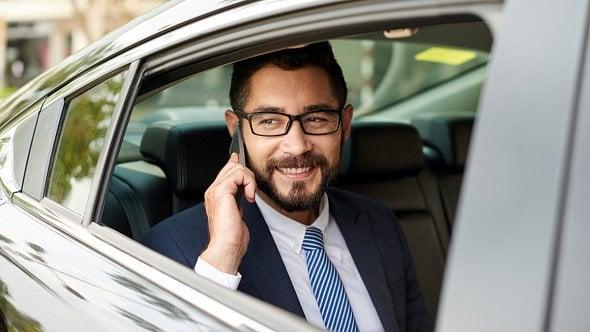 Používáte při podnikání auto? Musíte podat přiznání ksilniční dani za rok 2019