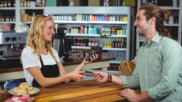 Malé firmy a živnostníci dostanou od státu pokladní terminály kEET zdarma