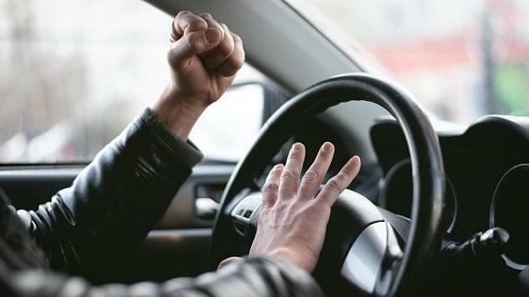 Vyhodí nevidomou? Nemáme slov, ohrazují se taxikáři proti surovému řidiči Boltu