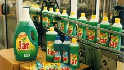 Mycí prostředek Jar slaví 60let. Podívejte se, jak se za tu dobu změnil