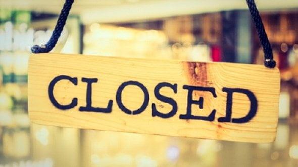 Vláda vyhlásila nouzový stav: Omezí se provoz restaurací, zavřou se sportoviště