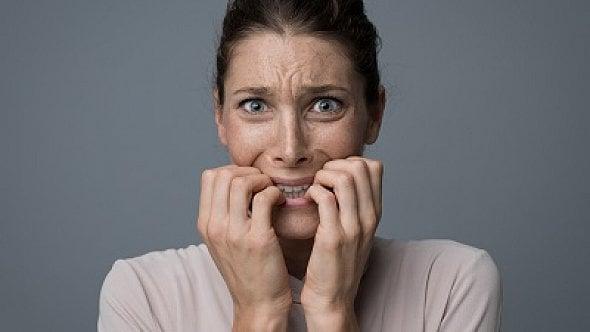 Pomoc psychologů zdarma: Děsí vás koronavir, trpíte úzkostmi? Obraťte se na ně