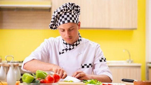 Restaurace je zavřená a kuchaři jsou doma. Na jakou mzdu mají právo?