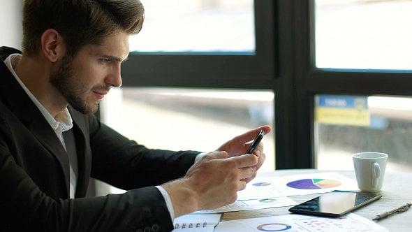 Díky online aplikaci si nyní můžete zdarma prověřit obchodní partnery