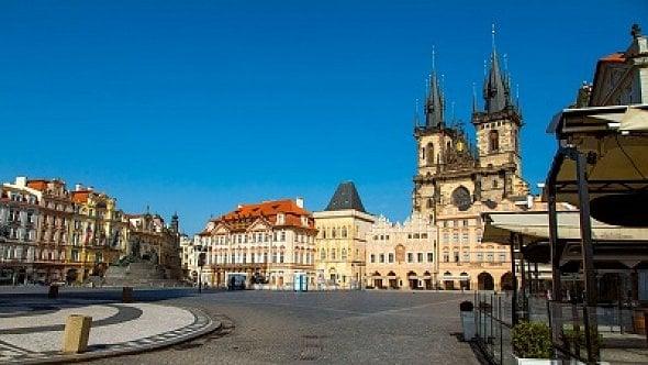 Pohled na opuštěnou Prahu: Restaurace a obchody zavřené, ulice zejí prázdnotou