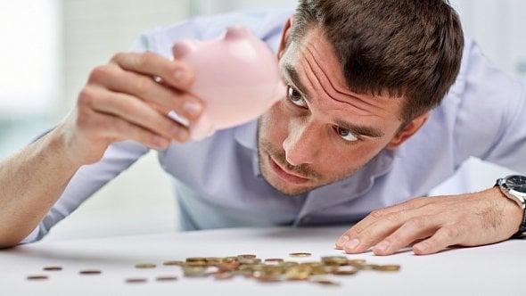 Vláda schválila odklad splátek úvěrů a hypoték, zastaví se až na půl roku