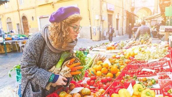 Od pondělí nakoupíte na farmářských trzích. Nutná je zvýšená hygiena irozestupy