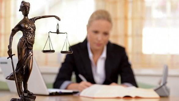 Senát schválil novelu zákoníku práce: Jakých změn se dočkají zaměstnavatelé?