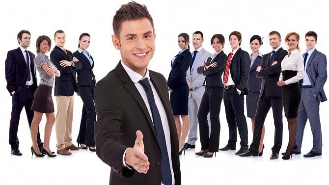 Dostali vzaměstnání padáka, tak začali podnikat. Počet živností roste