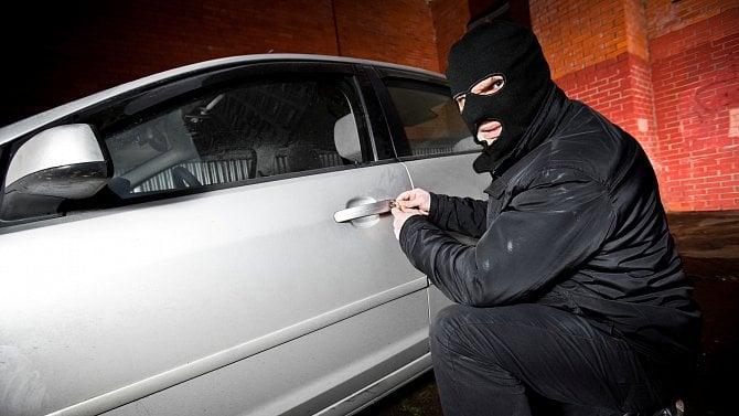 Nezjistili, kdo konkrétně auto odcizil, za krádež tak odsoudili firmu