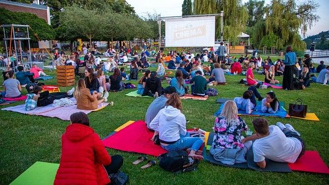 Letní kina se potýkají sbídnou návštěvností. Koronavirus za to ale nemůže