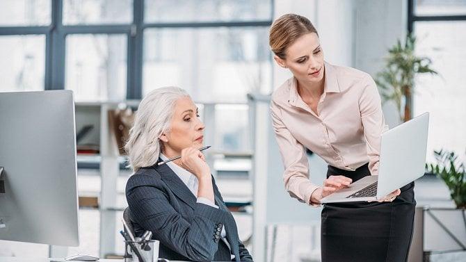 Kariéra po padesátce není čekárna na důchod. Generačně pestré týmy jsou plus
