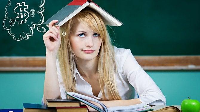 Učitel stále bere almužnu. Prodavač vLidlu hravě dosáhne na jeho běžný plat