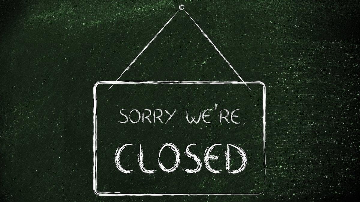 Pražské bary a restaurace musí zavřít opůlnoci, vobchodech povinné roušky