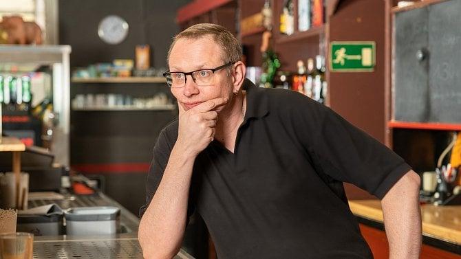 Majitelé pražských barů kroutí hlavou: Copak se koronavirus šíří až od půlnoci?