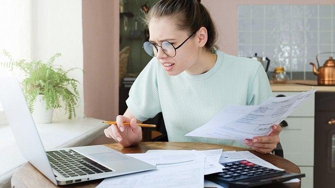 Alza účtuje až 2% za platbu firemní kartou. Co na to zákazníci?