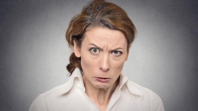 Šéf jí zrušil směny stím, že si je odpracuje, až to bude možné. Má na to právo?