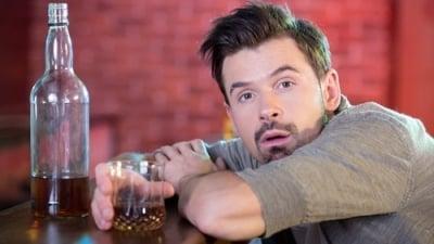 Hospody musí od středy zavřít, bude platit izákaz pití alkoholu na veřejnosti