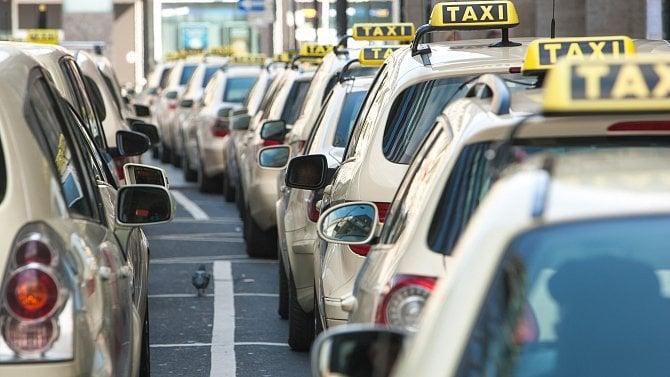 Čeká města záplava nových taxikářů? Podle novely osilniční dopravě je to možné