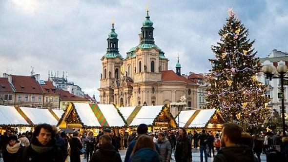 Vánoční trhy na Staromáku a Václaváku letos nebudou. Náměstí ozdobí pouze strom