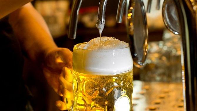"""Poslanci odklepli: """"Vylité pivo"""" bude trvale osvobozeno od daně"""