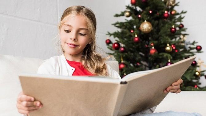 Kniha bude hitem letošních Vánoc, hlásí nakladatelé na základě online prodejů