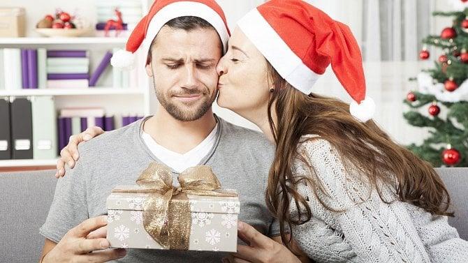 Dva stejné svetry nebo malá čepice: Co snevhodnými dárky? Kdy je lze vrátit?