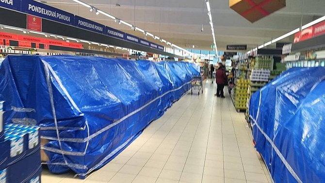 Blatný: Vše zavřeme a vobchodech jen nezbytné zboží, jako na Slovensku