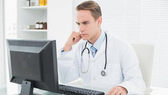 Pojišťovna vám vrátila přeplatky za léky. Musíte je jako OSVČ zařadit do příjmů?