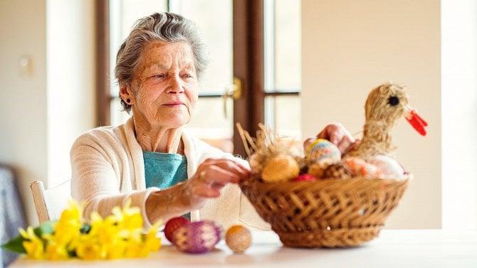 Velikonoce posunou termín výplaty důchodů. Přinášíme přehlednou tabulku