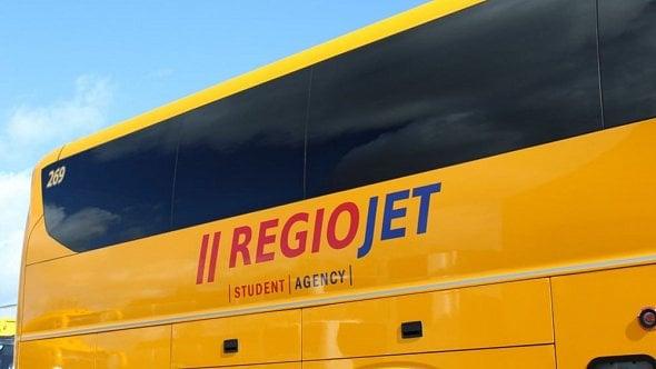 Stejné ceny jízdenek, vyzval údajně RegioJet dopravce Flixbus. Ten ho udal