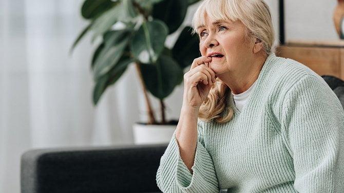 Možnost vyzvedávat důchody za seniora na poště na základě plné moci končí