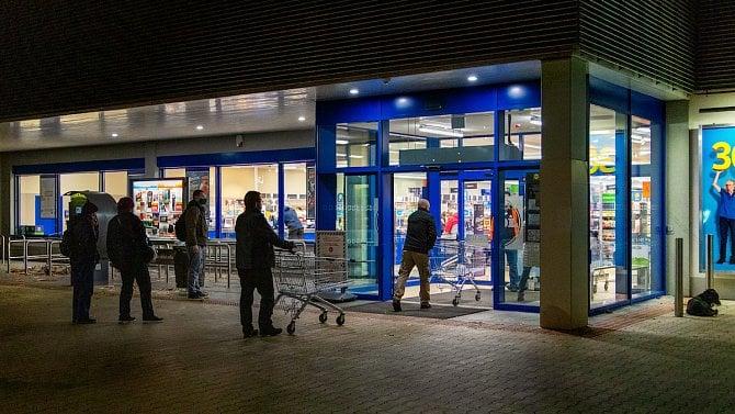 Obchody a služby mohou opět otevřít, musí však dodržovat přísná pravidla
