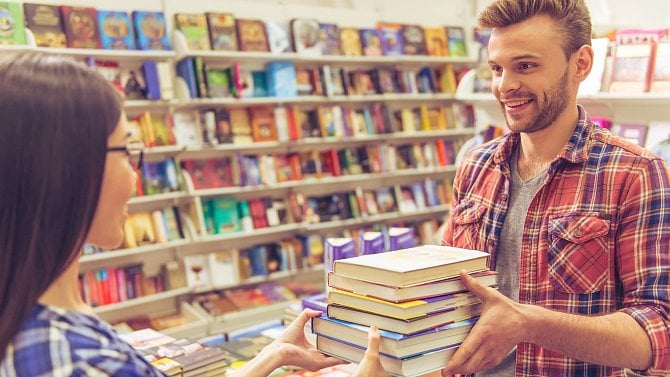 Knihkupectví prosí: Kupujte si knihy. Na dovolenou, za vysvědčení ipro radost