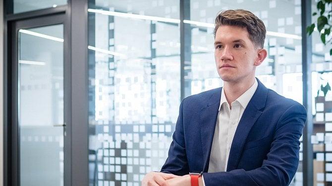 Je mu 25let a hledá lidem zapomenuté miliardy zkupónové privatizace