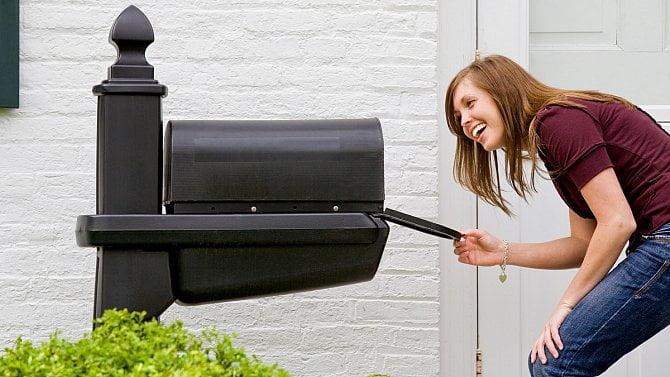 Co potřebujete, abyste za adresáta mohli přebírat poštu, složenky nebo důchod?