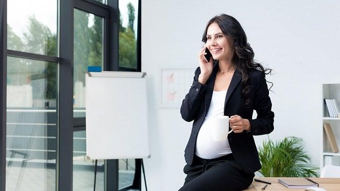 Lze stěhotnou ženou zrušit pracovní poměr ve zkušební době?