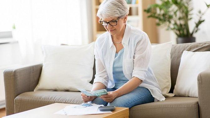 Červenec opět posouvá výplaty důchodů. Kdy přesně budou vyplaceny?