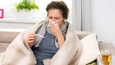 OSVČ skolil bacil. Musí platit zálohy na zdravotní pojistné, když je nemocná?