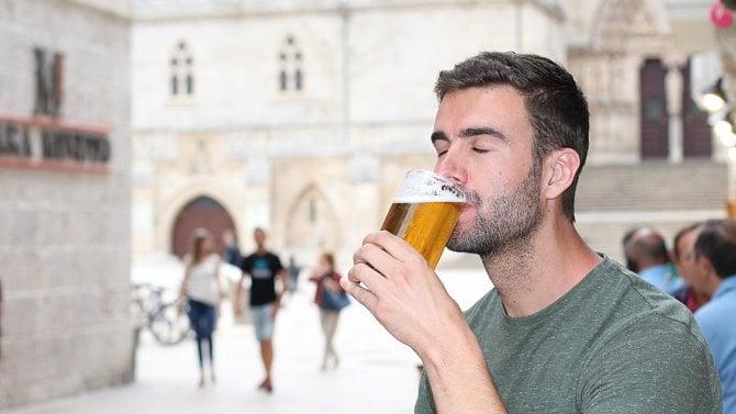 Jak zdražilo čepované pivo? Vnejvětších městech na něj často 50korun nestačí