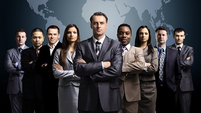 Firmám chybí lidí. Jsou podle politických stran řešením zahraniční pracovníci?