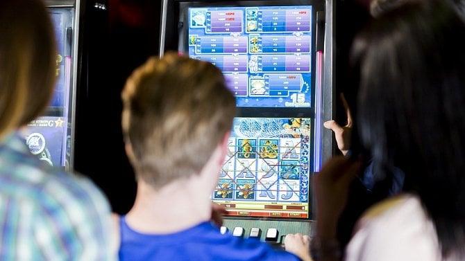 Neměli povolení k provozování hazardních her, stát jim doměřil daň 71 milionů